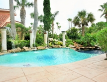Laguna Display Pool with Columns